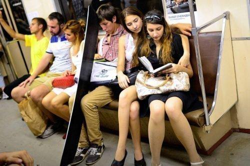 Женщина в общественном транспорте