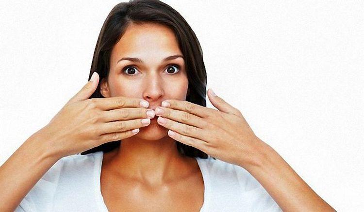 Какими бы ни были причины постоянной горечи во рту, лечение нужно начать как можно раньше.