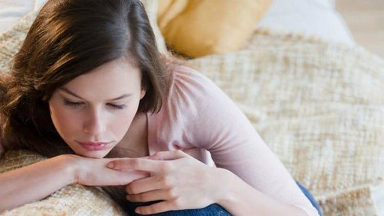 Заболевания чаще всего провоцируется нарушениями гормонального фона у женщин.