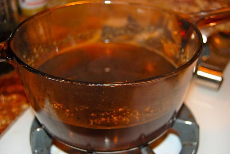 Неплохо помогают и ванны с отваром коры тополя дрожащего.