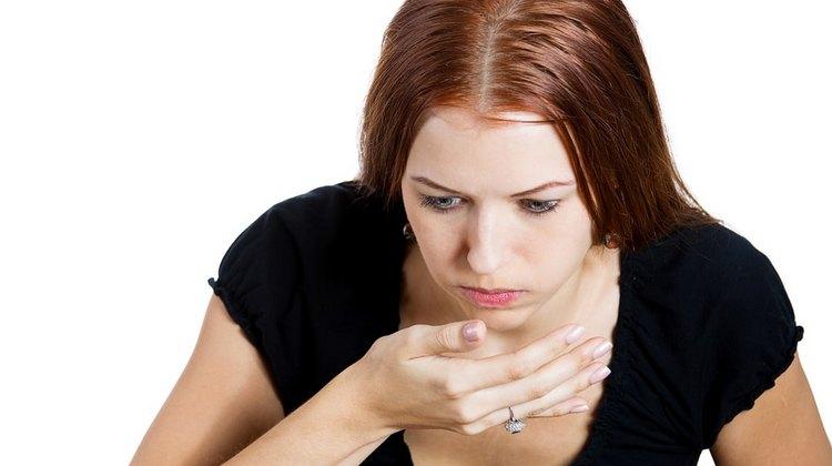 Нередко симптомом заражения гельминтами становится тошнота.