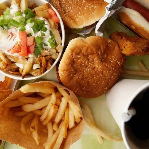 Вредная пища способствует развитию гастрита