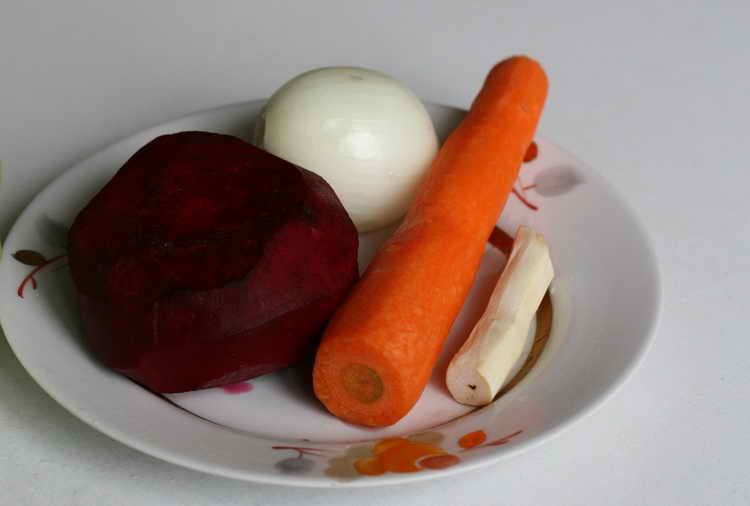 Картофель, лук и свекла при ушибе пальца рук