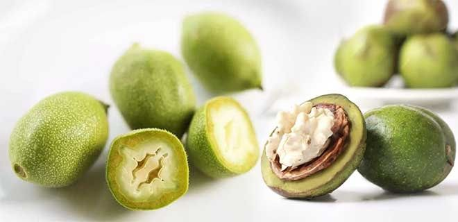 Зеленые грецкие орехи