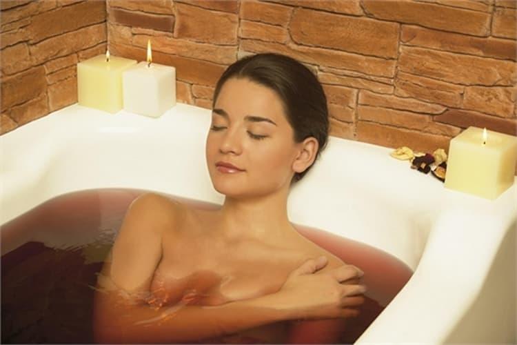неплохо помогают в лечении хвойные ванны.