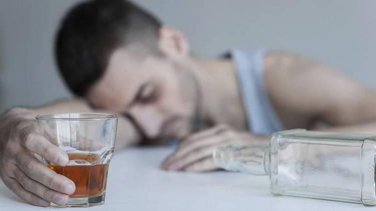 Лечебные свойства копытня используются для лечения алкоголизма, но не стоит забывать о противопоказаниях к применению ядовитого растения.