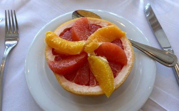 Важно также употреблять побольше фруктов, заниматься спортом.