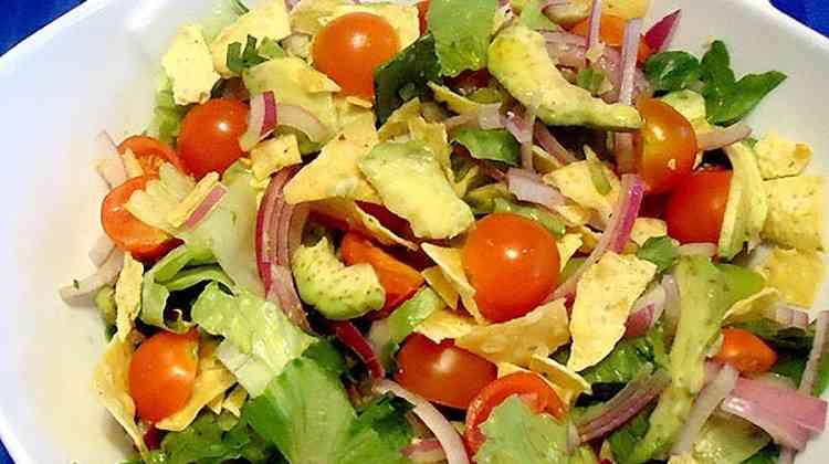 Авокадо в составе салата