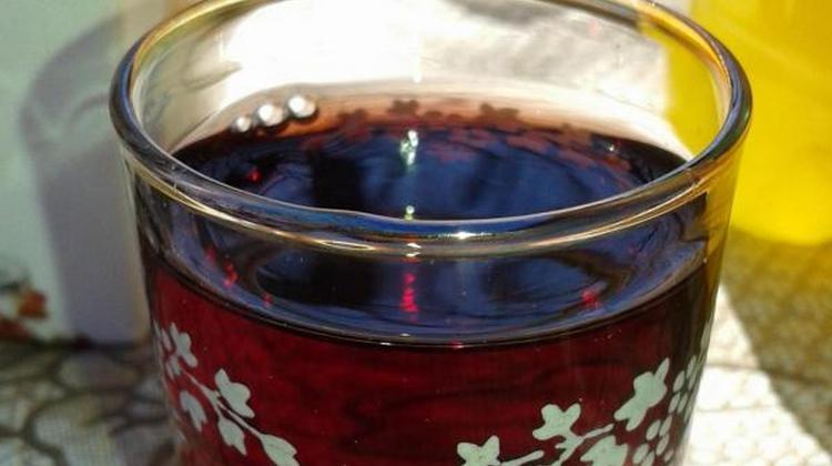 Можно также принимать настойку розмарина на красном вине.