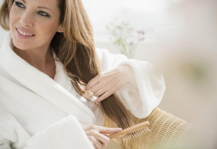 Укрепить волосы также поможет лещина.
