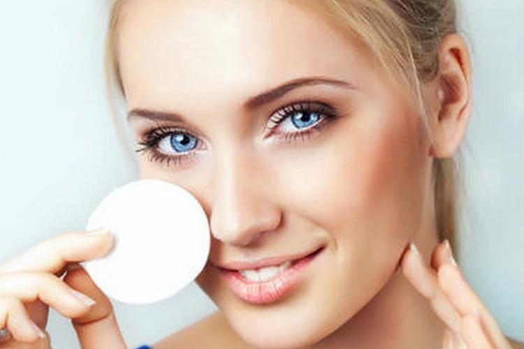 Масло какао оказывает хорошее влияние на кожу вокруг глаз.