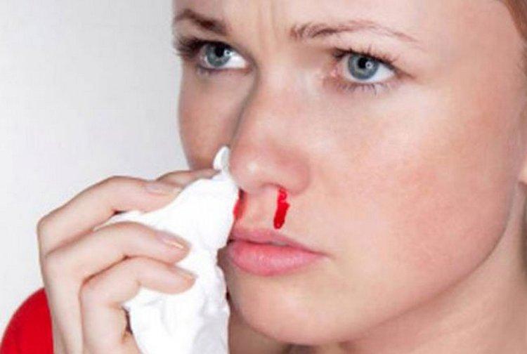 Чрезмерное употребление личи может привести к носовому кровотечению.