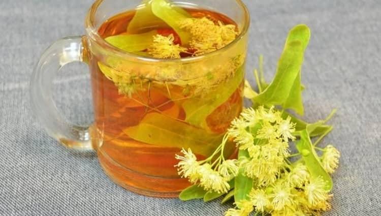 Если сводит икры ног ночью, независимо от причин для лечения можно использовать липовый чай.