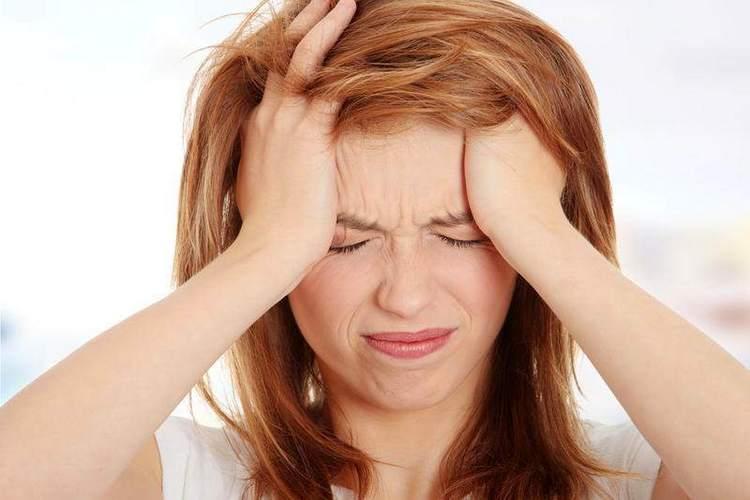 Лечебные свойства перистого каланхоэ хорошо проявляют себя при лечении головной боли.
