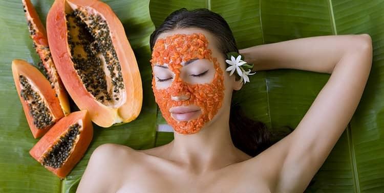 Этот фрукт можно использовать и для заботы о коже лица.