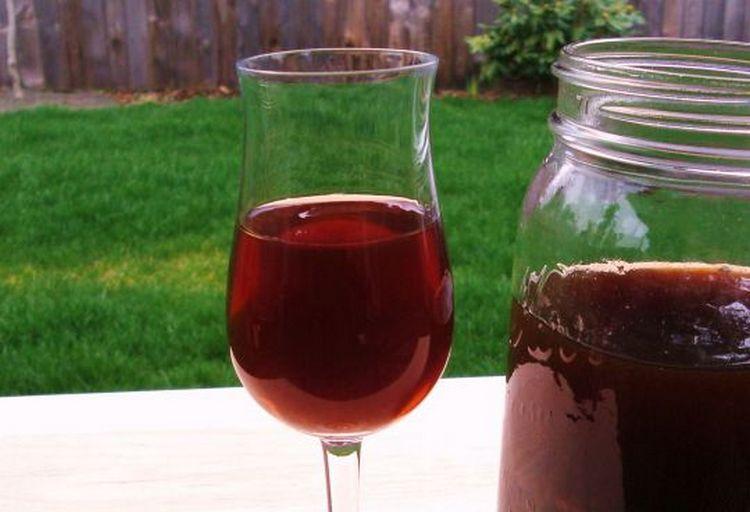 Настоянное на листьях катальпы красное вино принимают для укрепления иммунитета, а также для профилактики онкозаболеваний.
