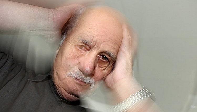Нередко с такими нарушениями сталкиваются пожилые люди из-за возрастных изменений.