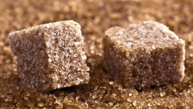 Тростниковый сахар нередко подделывают.