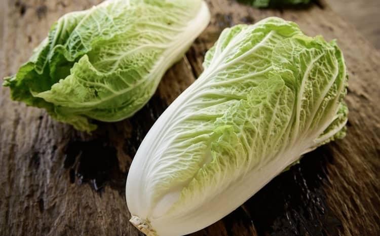 Китайская и пекинская капуста тоже приносит пользу нашему организму, но поскольку некоторым людям она противопоказана, для них может принести и вред.