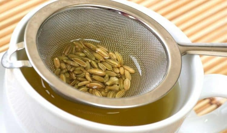женщинам будет полезно употреблять настой семян петрушки.