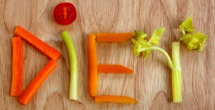 В целях профилактики важно придерживать диеты, питаться щадяще.