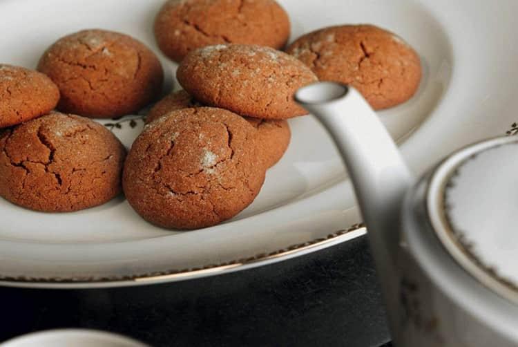 Традиционно кардамон добавляем в ароматную пряную выпечку.