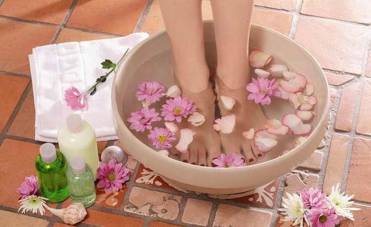 Горячие ванночки для ног от простуды