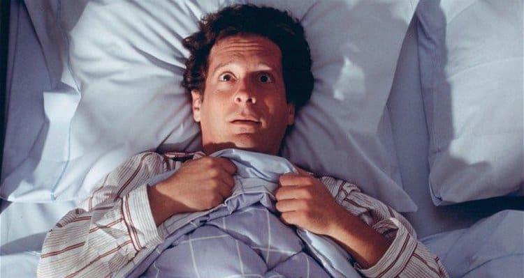 На первых стадиях заболевания человек может также страдать нарушениями сна.