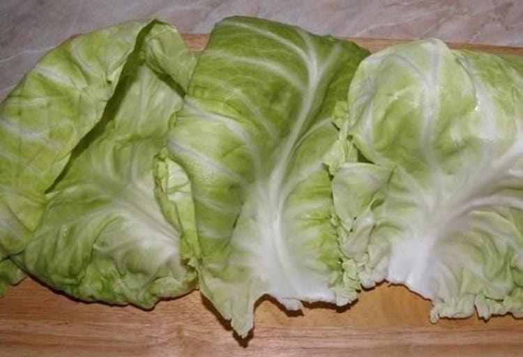 Для лечения розового лишая можно использовать капустные листы.