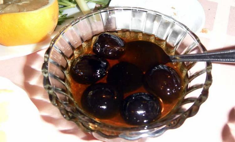 Варенье из грецких орехов тоже приносит пользу, а не только приятный вкус.