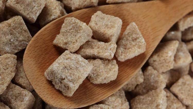 Узнайте все о пользе и вреде коричневого тростникового сахара.
