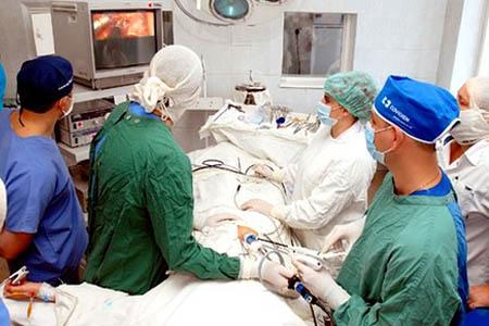 Проведение операции по удалению цистаденомы