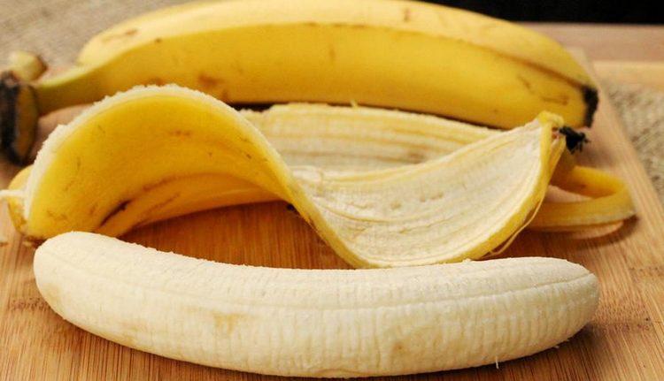 При таком симптоме можно приложить ко лбу свежую кожуру банана.