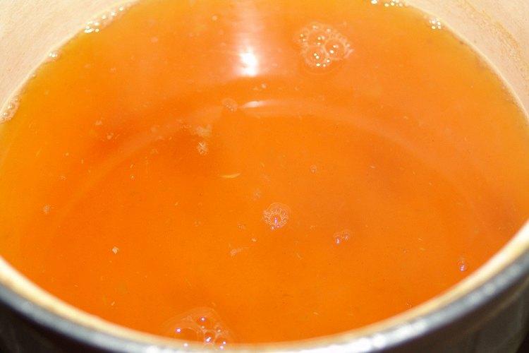 широкое применение в народной медицине нашла настойка мухоморе на водке.
