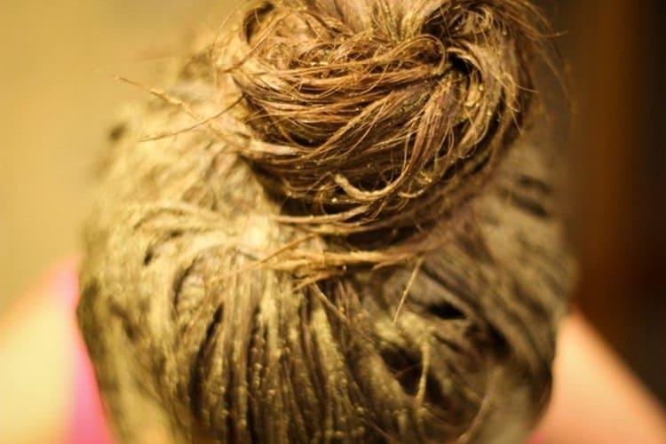 Горчичная маска для волос обычно применяется при сильном выпадении.