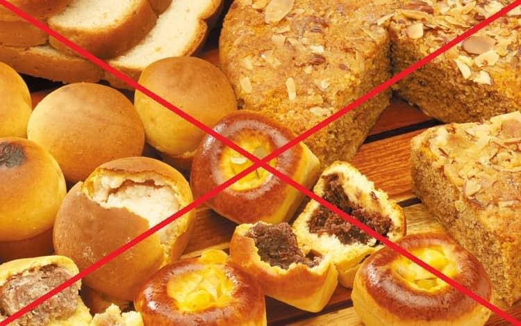 При лечении кандидоза кишечника чрезвычайно важна диета, поэтому стоит отказаться от сладостей, сдобы, копченостей.