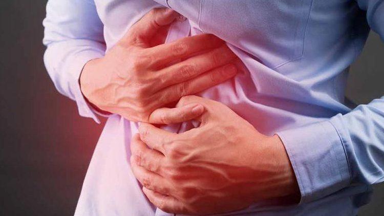 Узнайте все о симптомах и лечении болезни Крона у взрослых.