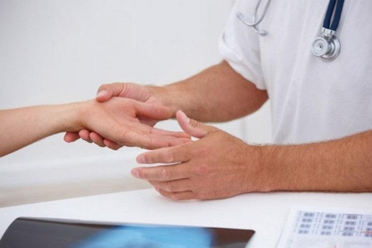 В идеале для лечения надо обращаться за врачебной помощью.