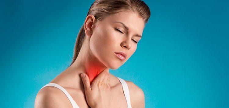 Лечебные свойства красной калины позволяют использовать ее для лечения воспаления горла и кашля, хотя стоит обратить внимание и на то, что есть противопоказания.
