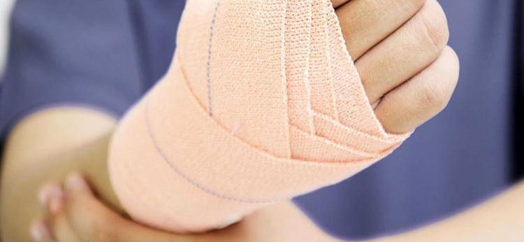 При переломах и вывихах поможет окопник