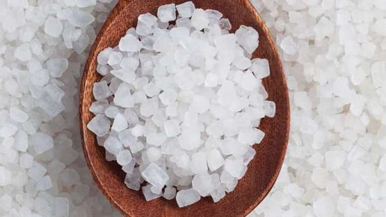 Соль можно использовать морскую или даже поваренную.