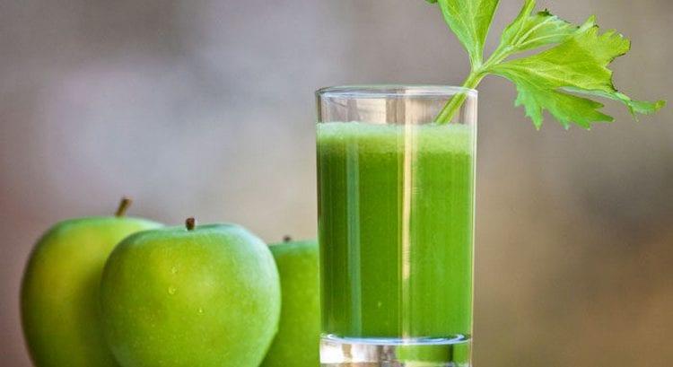 Полезными свойствами обладают стебли сельдерея, из которых можно делать сок, но есть некоторые противопоказания к его употреблению.