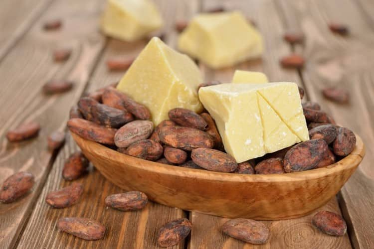 Лечебные свойства масла какао позволяют использовать его и в медицине, и в косметологии.