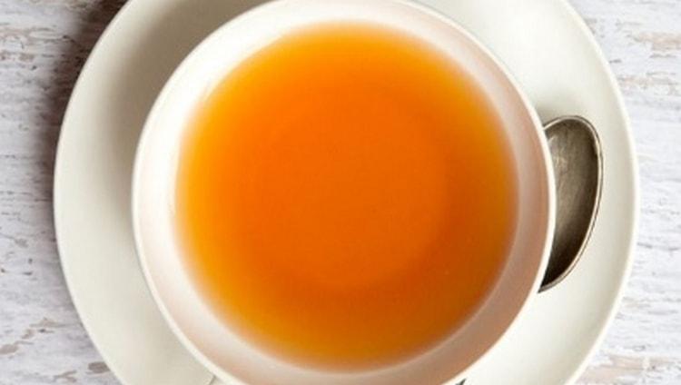 Целебными свойствами обладает и чай из коры дерева.