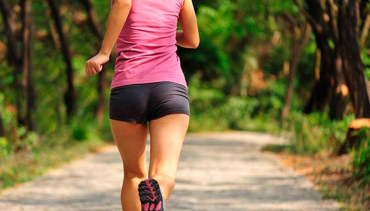 Кроме домашних процедур, важно также заниматься спортом.