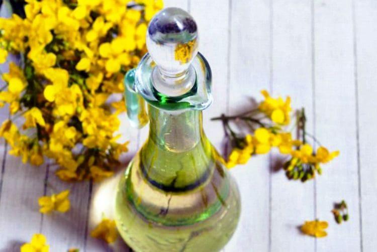 Полезными свойствами известно масло рыжика.