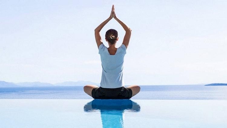 Есть также особая методика в йоге, которая дополняет процедуру специальными упражнениями.