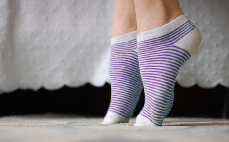 Если ноги сводит судорогой в икрах довольно часто, можно также делать профилактические упражнения.