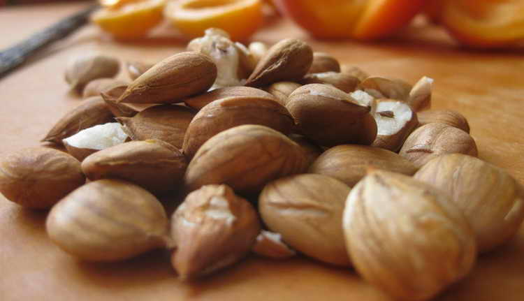 диатез у грудничков на щеках лечение