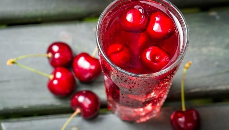 Вишневый сок полезен для профилактики и даже лечения целого ряда недугов.